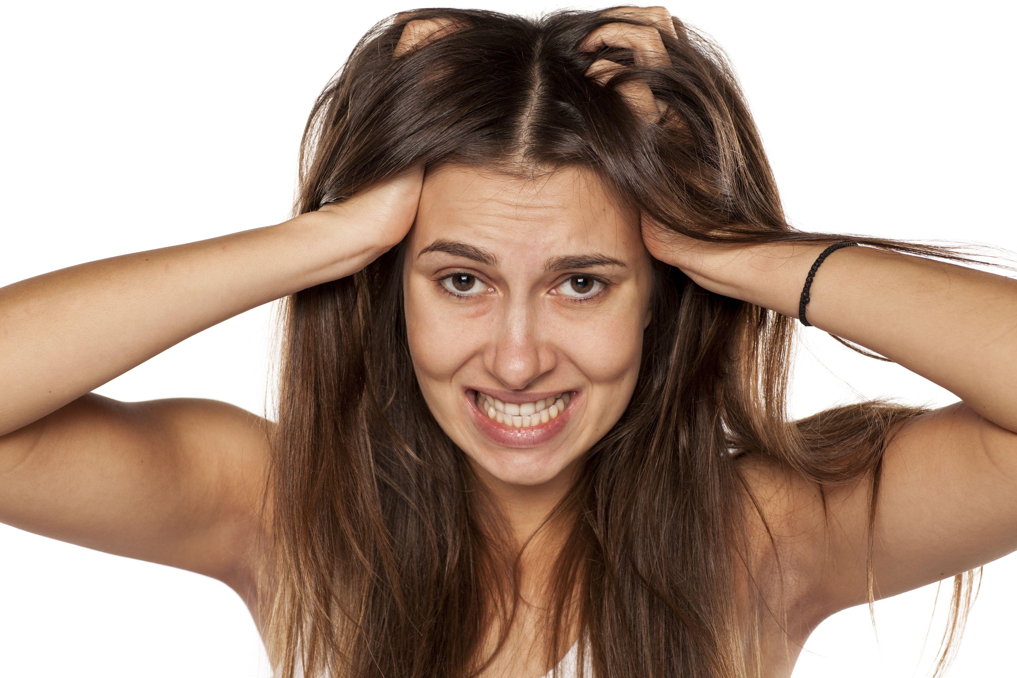 Pikkelysömör a fejbőrön: mit tehetünk? - HáziPatika