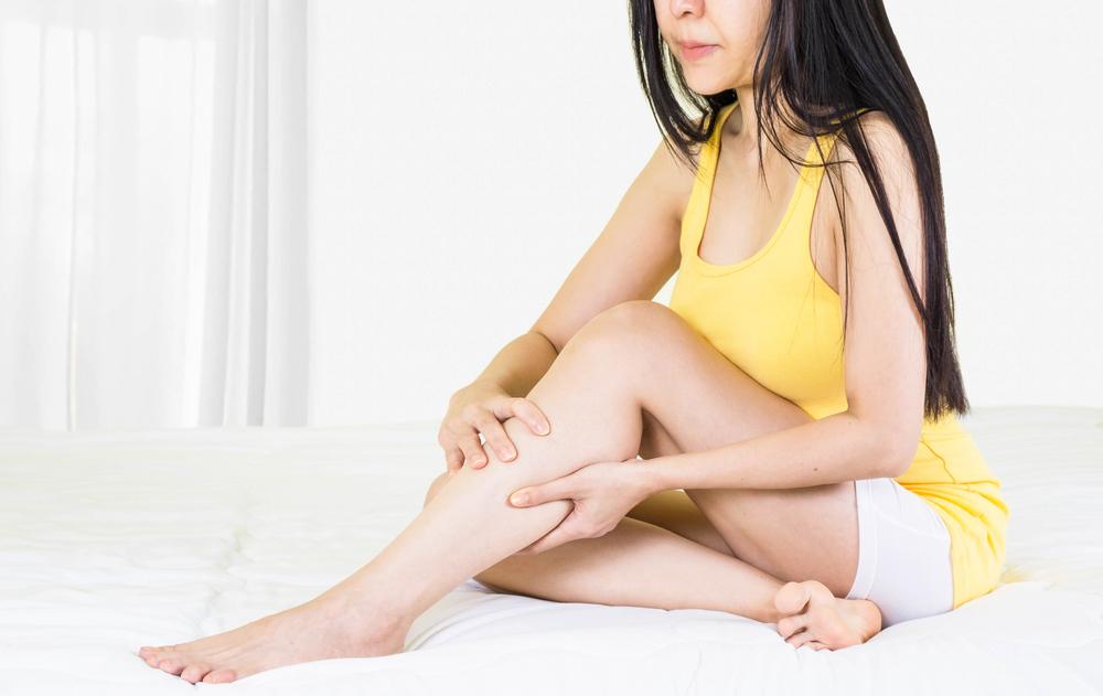 a lábakon lévő foltok pirosak, hogyan kell kezelni