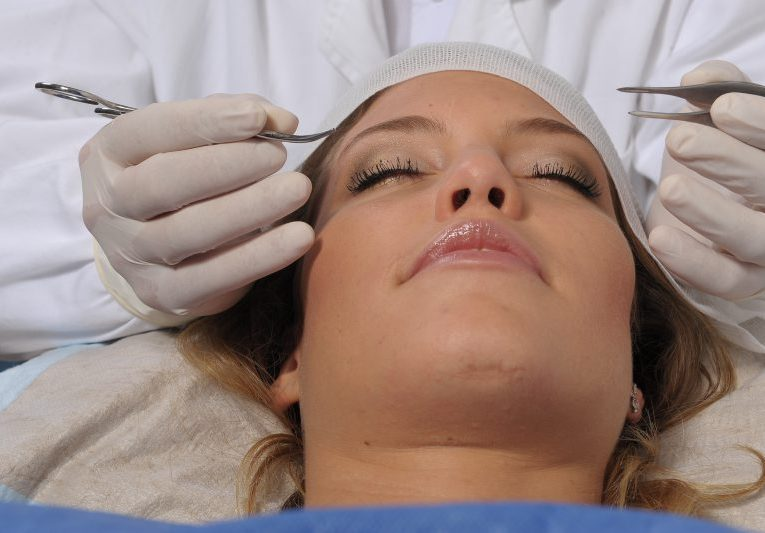 Angioma, így nevű gyógyszert piros anyajegy az arcon és a test