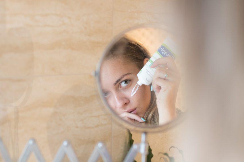 pikkelysömör kezelése a fején hideg vízzel vörös foltok és a fejbőr hámlása