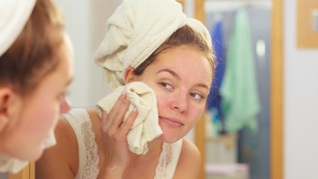 hogyan kell piros foltokat kenni az arcon 7 nap alatt gygytsa meg a pikkelysmrt